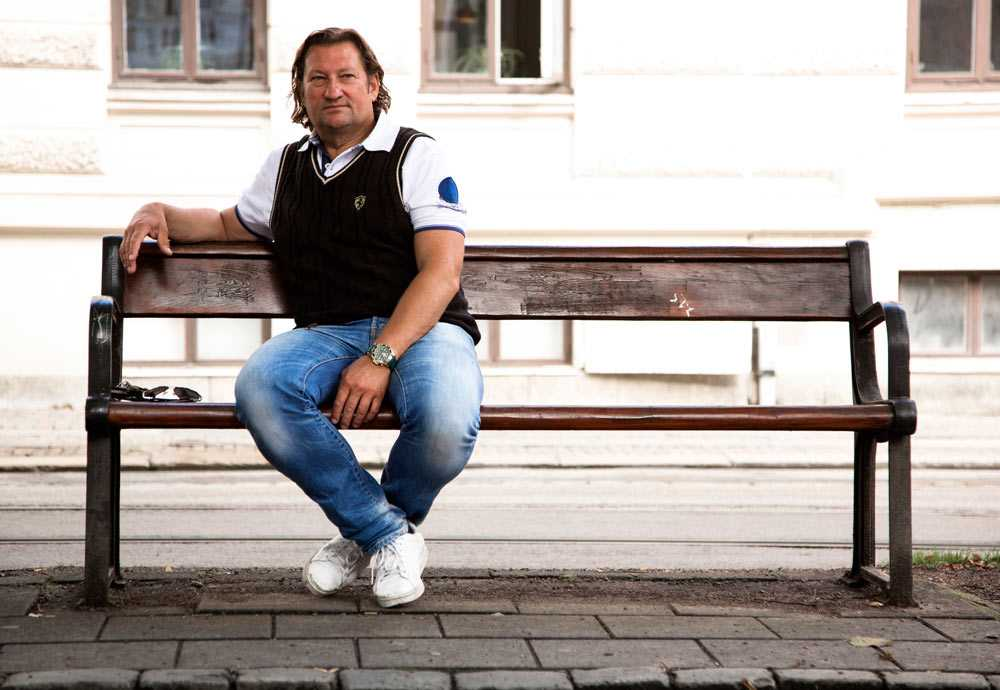 """På bänken """"Det kanske var meningen att jag skulle träffa honom"""", säger Lasse Lindberg om Abbe."""