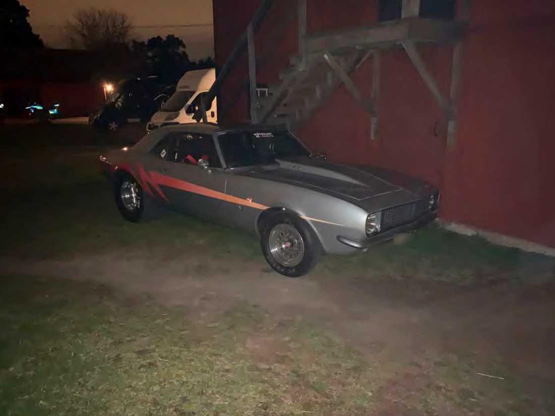 Den ombyggda Chevrolet Camaron dumpades vid en lada i Upplands Väsby kommun.