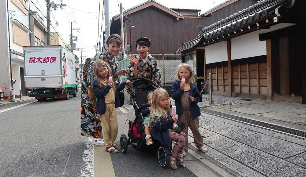 Hela familjen älskar Hayao Miyazaki-filmerna Ponyo, Min granne Totoro och Spirited Away. Därför blev Japan en extra spännande upplevelse.