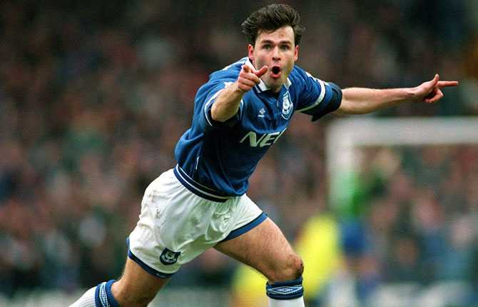 Limpar representerade även Everton, här jublar han efter ett mål 1997.