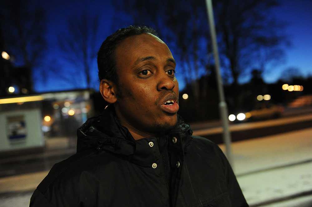 Khalif Samantar, 28, är kassör i Eskilstuna Islamiska Dawacenter. Han befann sig inne i den attackerade moskén när branden plötsligt bröt ut.