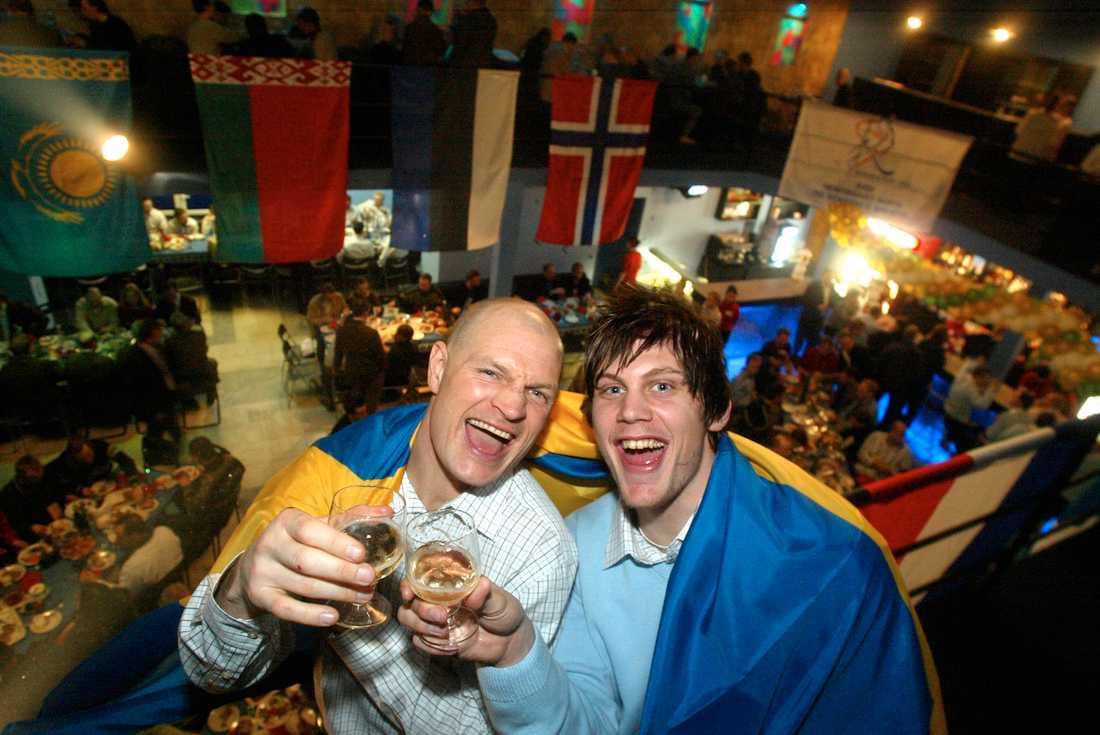Fosshaug och Patrik Nilsson efter VM-guldet 2003.