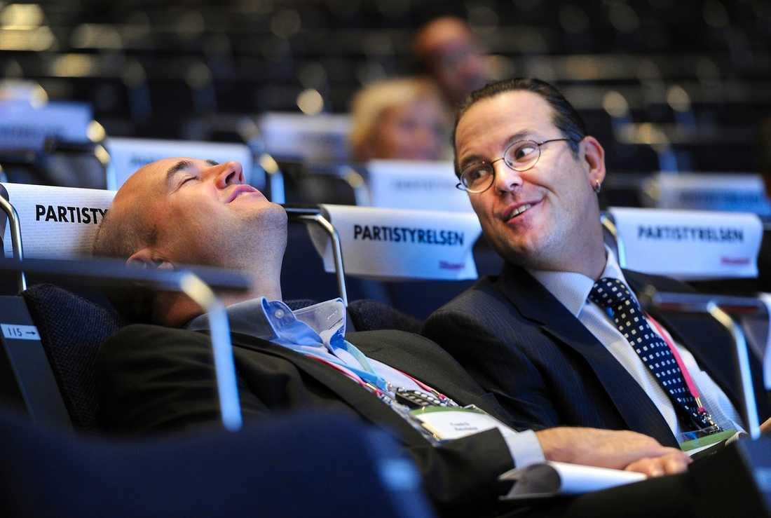 ALLIANS – MOT ARBETSLÖSHET Fredrik Reinfeldt och Anders Borg såg nöjda ut på M-stämman i går. Senaste steget i kriget mot S är ett samarbete med fackförbunden i syfte att minska arbetslösheten. |