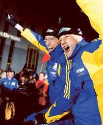 GULDLADDNING Björn Ferry och Carl Johan Bergman ingick i laget som tog guld i den mixade stafetten i VM 2007. Nu börjar uppladdningen inför skidskytte-VM i Sydkorea – genom att ställa om dygnet.