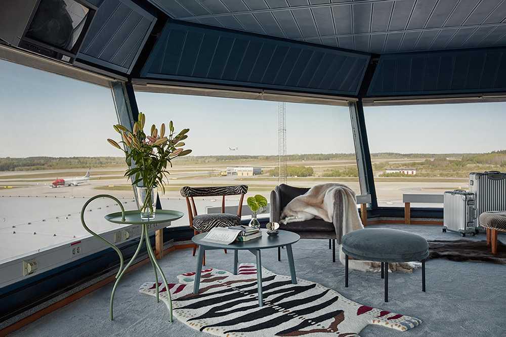 Vinn ett dygn med övernattning i ramptornet på Arlanda.