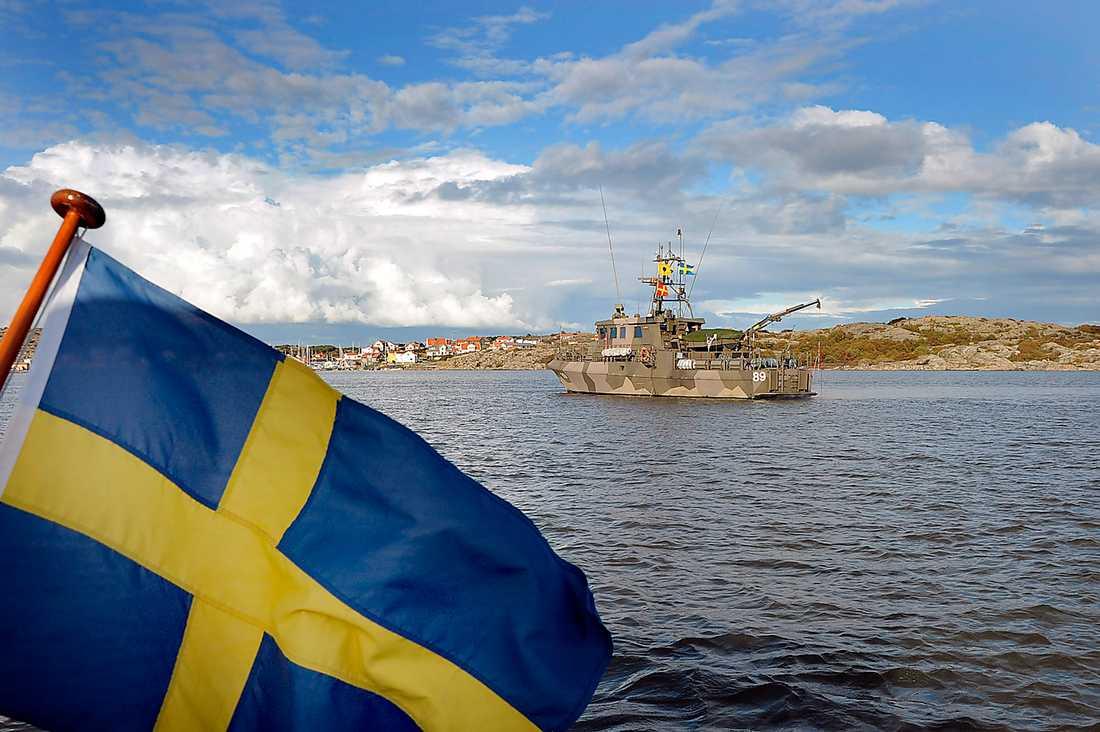 På hemmaplan Spaningar efter misstänkt ubåt i Göteborgs skärgård i september 2011. Det egna territoriet och närområdet står i fokus i Försvarsberedningens rapport som presenterades i går.