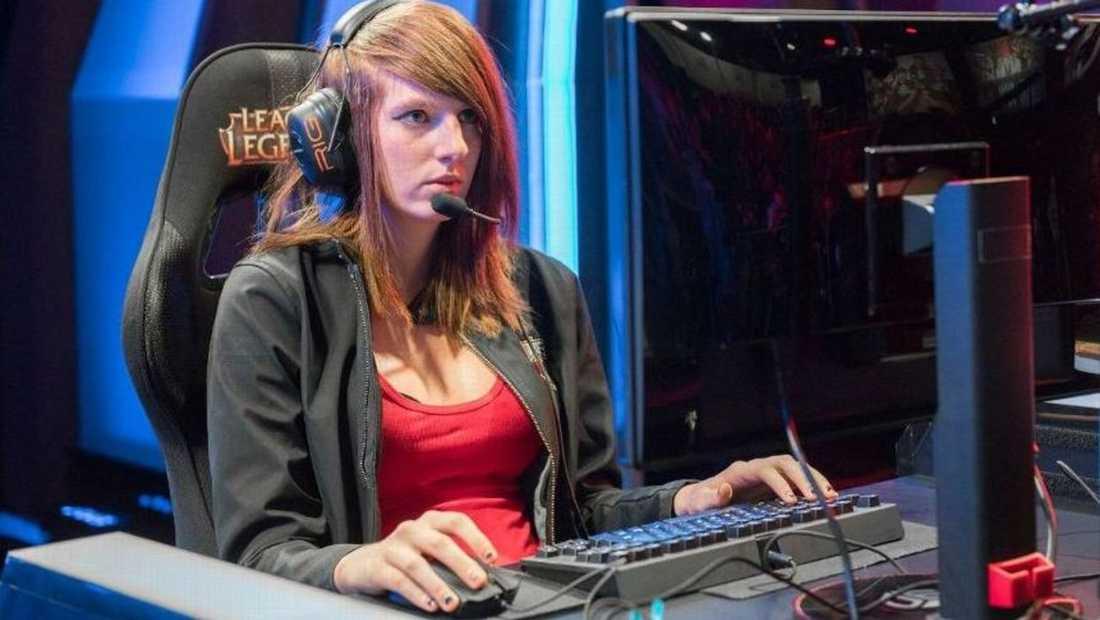"""Maria """"Remilia"""" Creveling var den första kvinnan att tävla i """"League and Legends""""."""