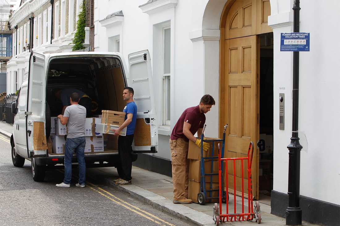 Efter händelsen flyttade Nigella Lawson ut ur parets gemensamma hem.