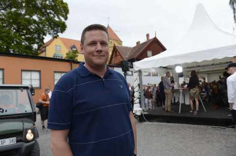 NYTT UTSPEL Tobias Baudin, vice ordförande i LO, presenterar en ny rapport tillsammans med S-politikern Anders Johansson. Där kräver man att jobbpakten inte bara blir tomma ord.