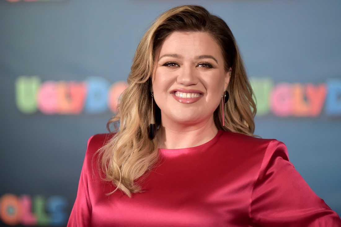 """Kelly Clarkson hoppar in i """"America's got talent"""". Arkivbild."""