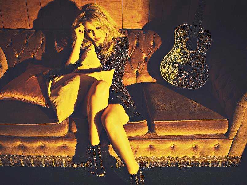 För sitt fjortonde studioalbum tog Kylie country-rutten till Nashville.