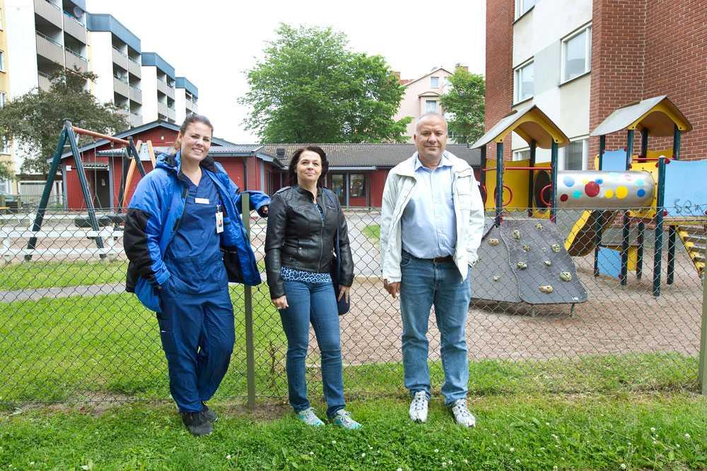 Salih Cetin, Lina Schultz och Kristina Bergh räddade den 28-årige mannen från bilen.