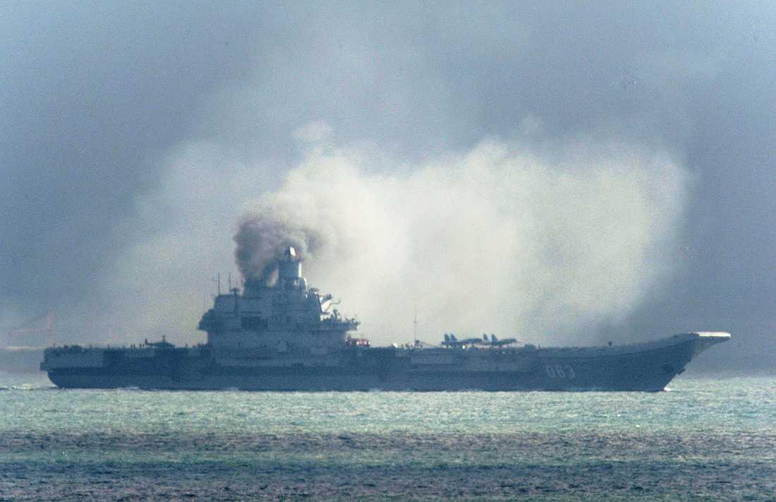 """""""Det är första gången i vår marina historia som hangarfartyget Admiral Kuznetsov deltagit i strid"""", säger Sjojgu."""