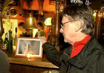Calle Åberg , 57, var granne med Kent Andersson. Han minns sin vän på stamstället Västerhus.