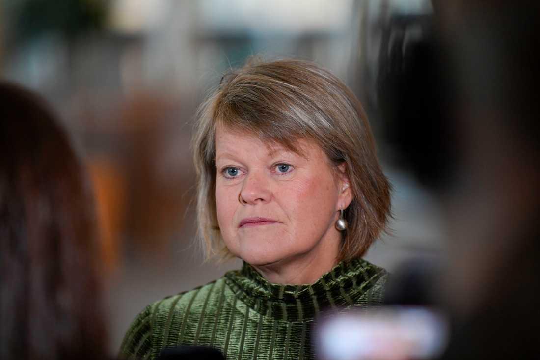 Vänsterpartiets ekonomipolitiska talesperson Ulla Andersson möter pressen i Riksdagen efter att ha meddelat att hon inte kandiderar som ordförande för Vänsterpartiet.