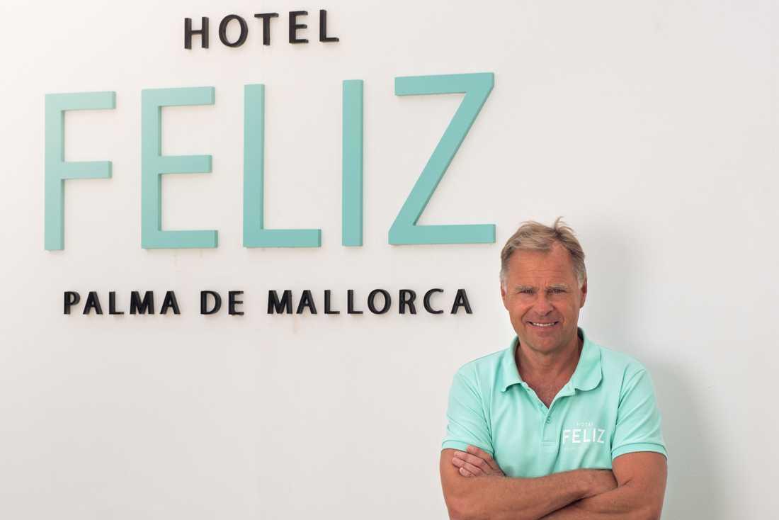 """Mats Jakobsson är chef för två hotell på Mallorca. De har varit stängda sedan i mars och renoverats under tiden som de stått tomma på gäster. """"De kommer att vara gnistrande när vi öppnar igen"""" säger hotellchefen."""