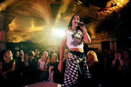 """Festen avslutades med uppträdande av Alex Saidac som fick igång publiken med sin """"Stay in this moment""""."""