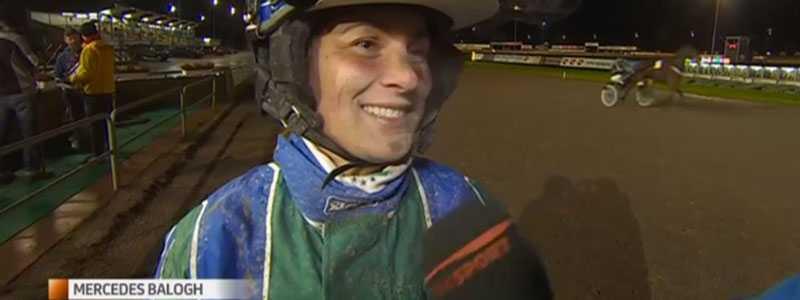 Kusken Mercedes Balogh var lycklig efter att ha vunnit med Food Money på Axevalla.