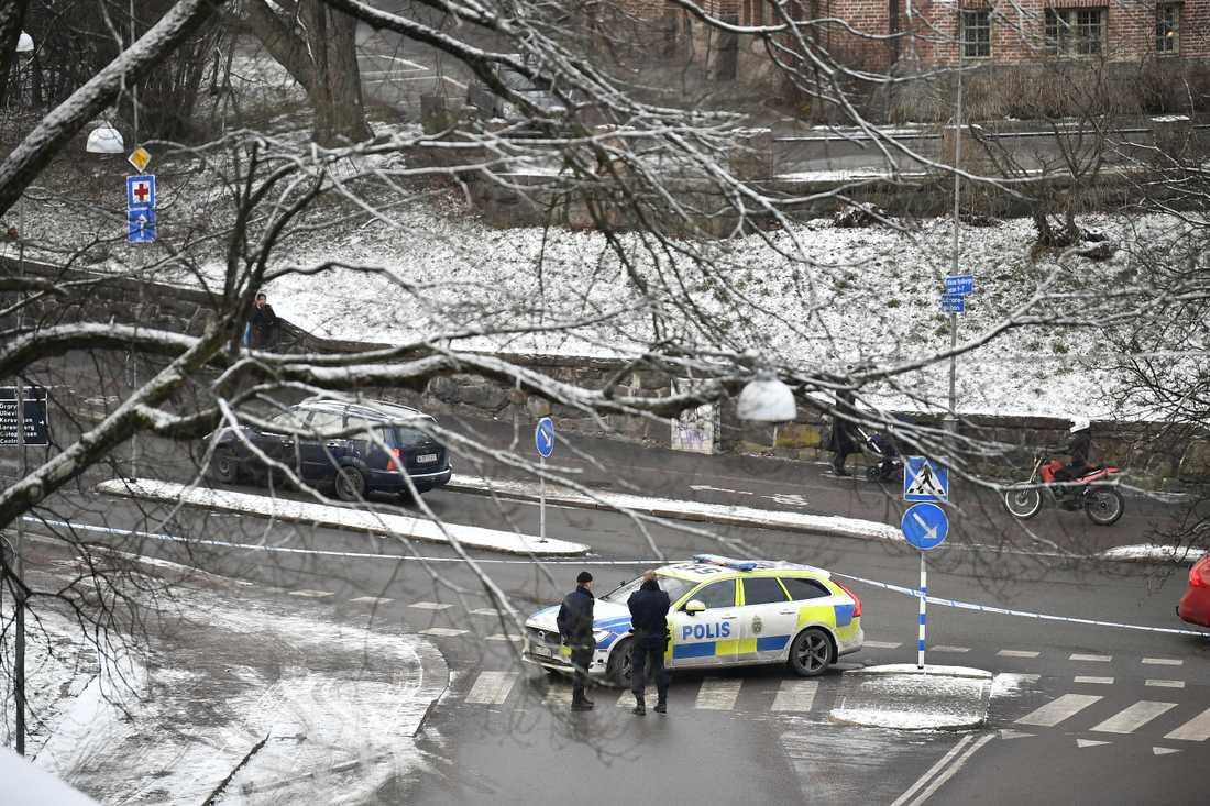 Ett misstänkt farligt föremål har hittats vid Nationella sekretariatet för genusforskning på Viktor Rydbergsgatan i centrala Göteborg.