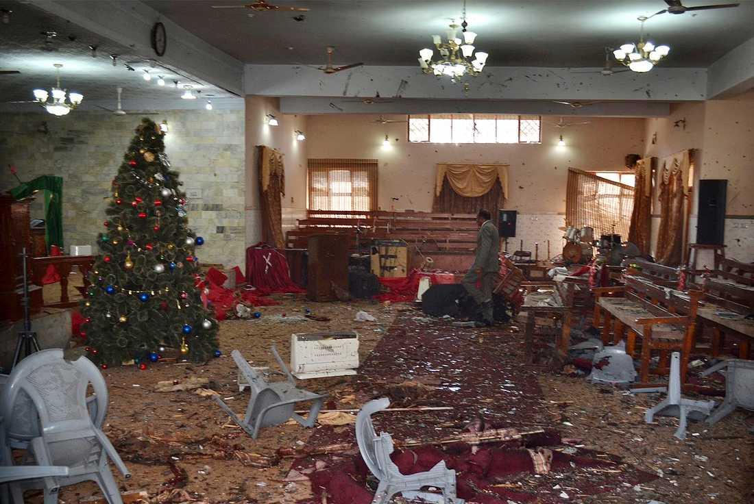 Flera personer har dött efter en attack mot en kyrka i staden Quetta i sydvästra Pakistan.