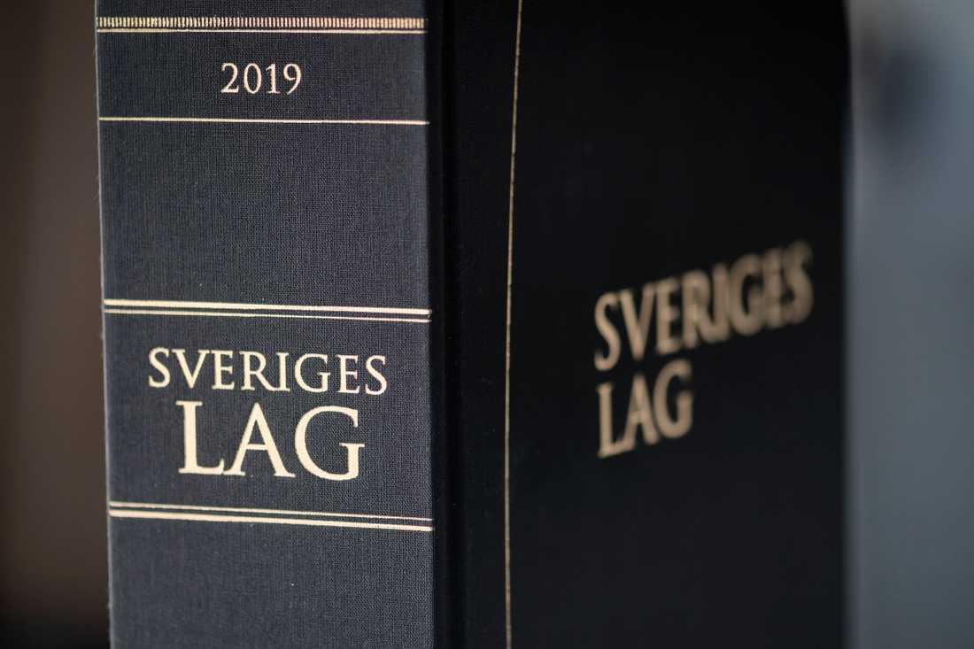 Tre män döms av Göteborgs tingsrätt till fängelse i mellan fem och sju år för våldtäkter och andra sexövergrepp mot två pojkar. Arkivbild.