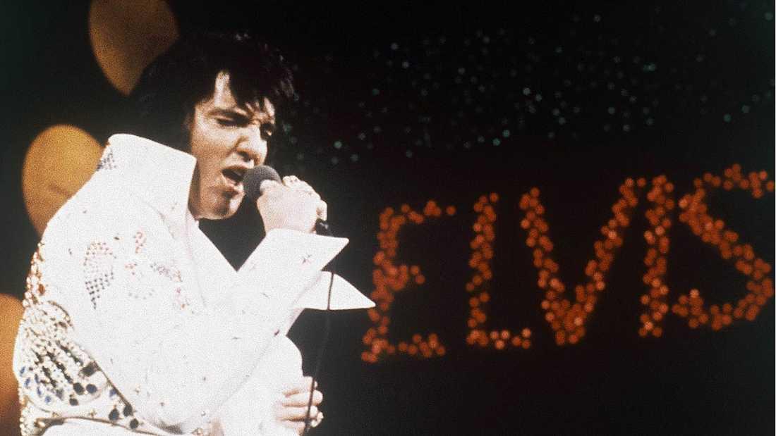 "Idolen Elvis Presley, ""The king"", dog 1977."