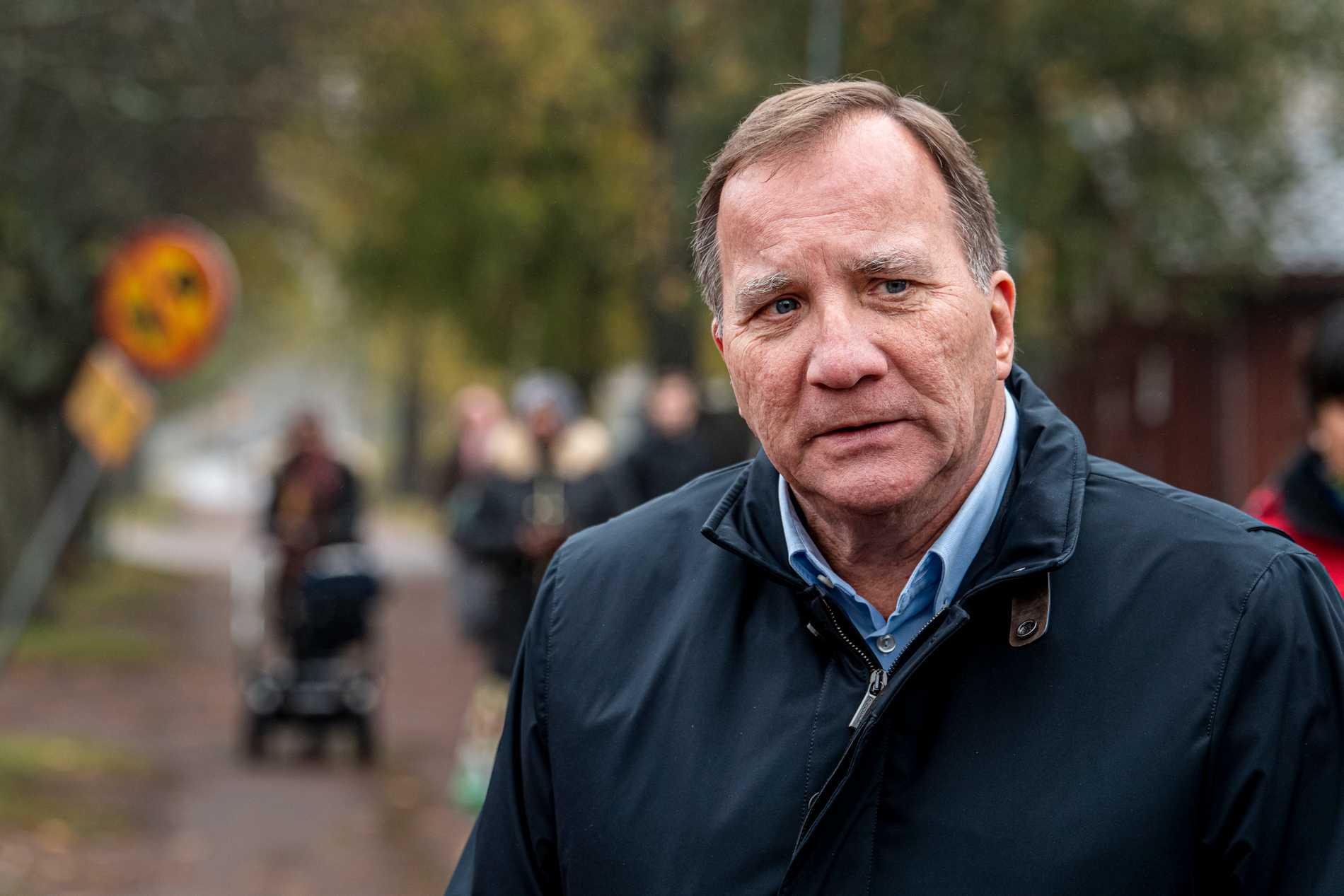 Statsminister Stefan Löfven besöker Tjärna Ängar i Borlänge.