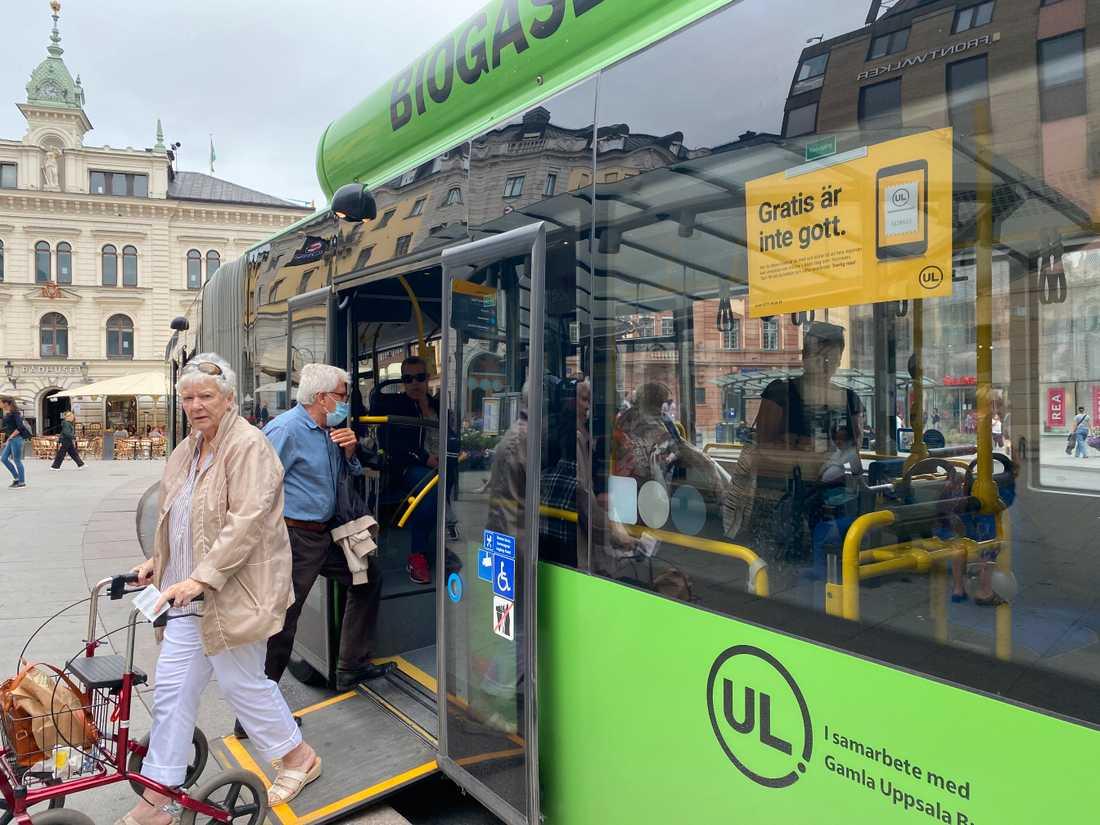 """""""Gratis är inte gott"""", står att läsa på UL-bussarna."""
