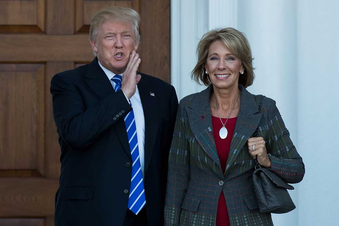 Donald Trump och Betsy DeVos.