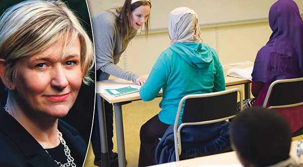 Vi medborgare behöver ledare som tror på medmänsklighet, demokrati och att vi alla kan göra skillnad, skriver Ulrika Sedell. OBS: Personerna på skolbilden har inte med texten att göra.