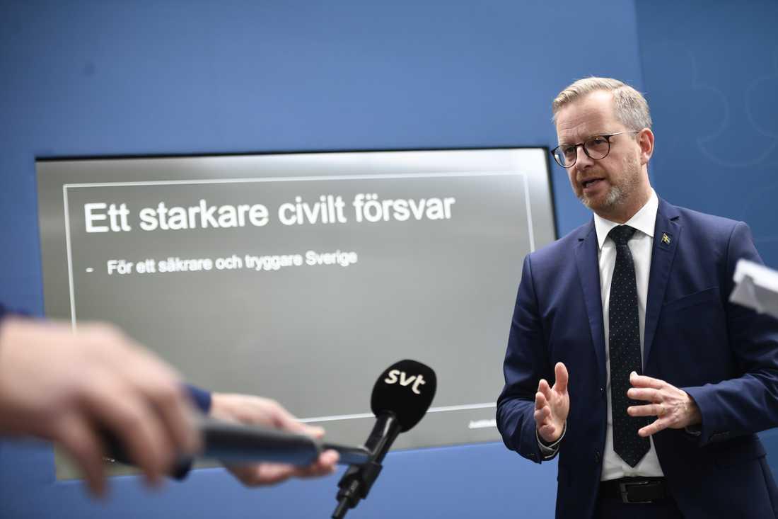 Inrikesminister Mikael Damberg (S) vid pressträffen om ett starkare civilt försvar.
