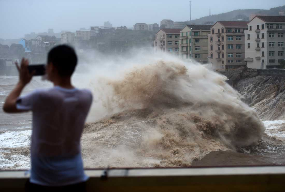 Tyfonen Lekima när den närmade sig staden Wenling i östra Kina.