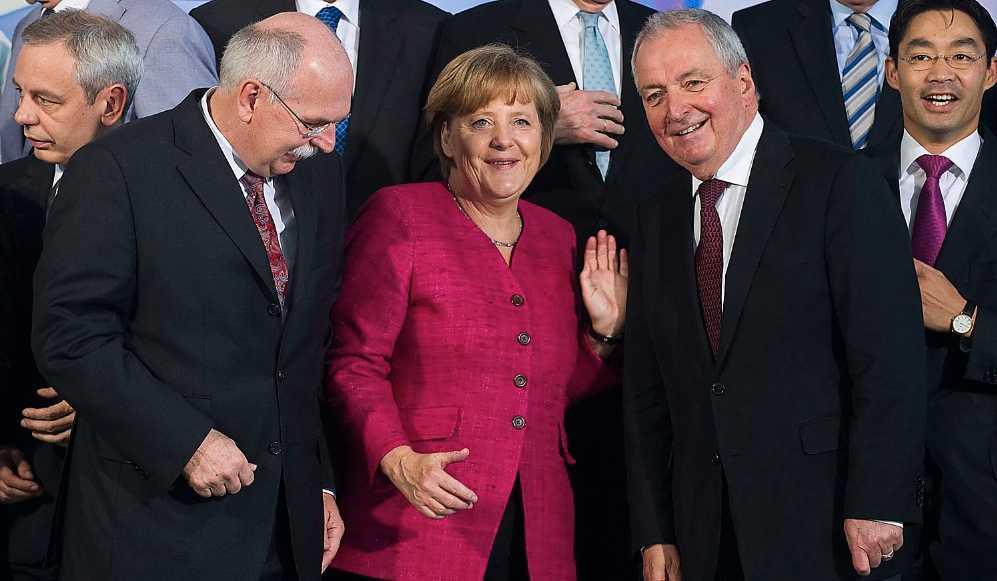 Välkomnar framtiden Alla kärnkraftverk i Tyskland ska vara nedlagda senast 2022, beslutade Angela Merkels regering natten till  i går. Beslutet borde få Sverige att vilja göra samma sak – men i stället beklagar Andreas Carlgren den tyska avvecklingen.