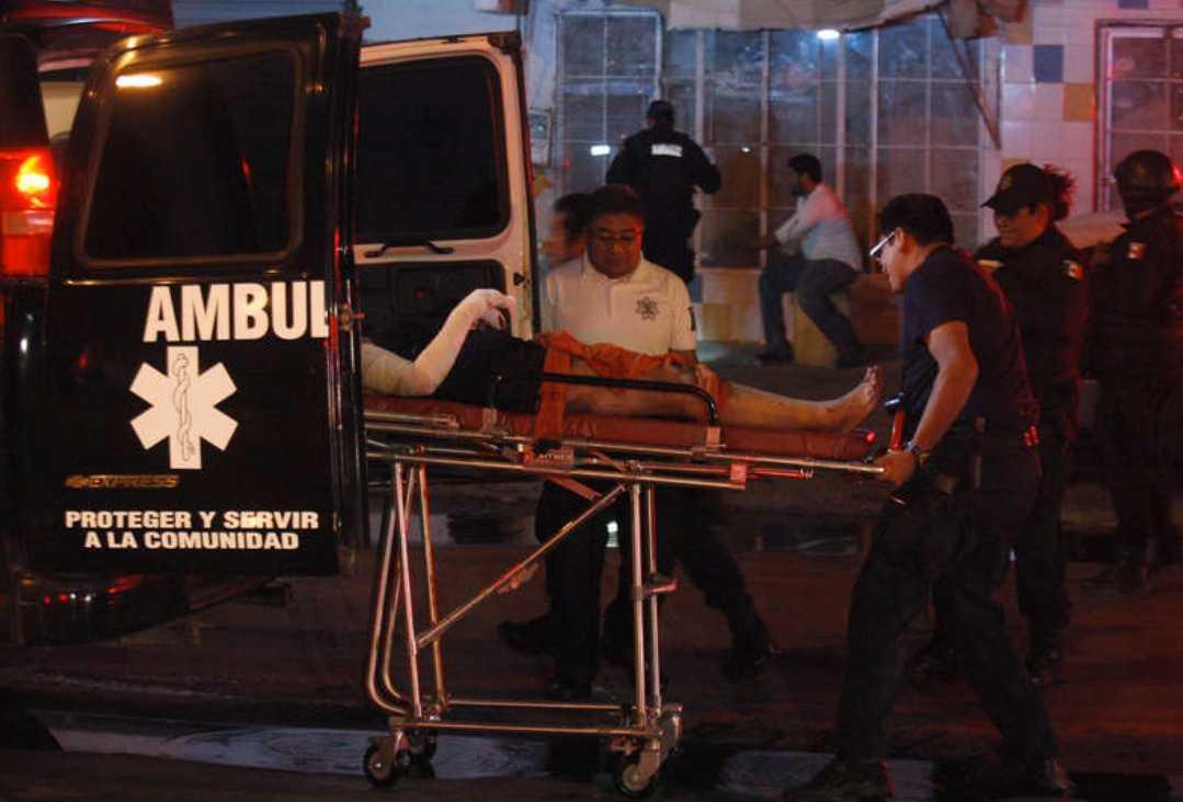 20 döda Fem människor dog och en kvinnan brännskadades svårt när någon kastade in en brandbomd på en klubb i staden.