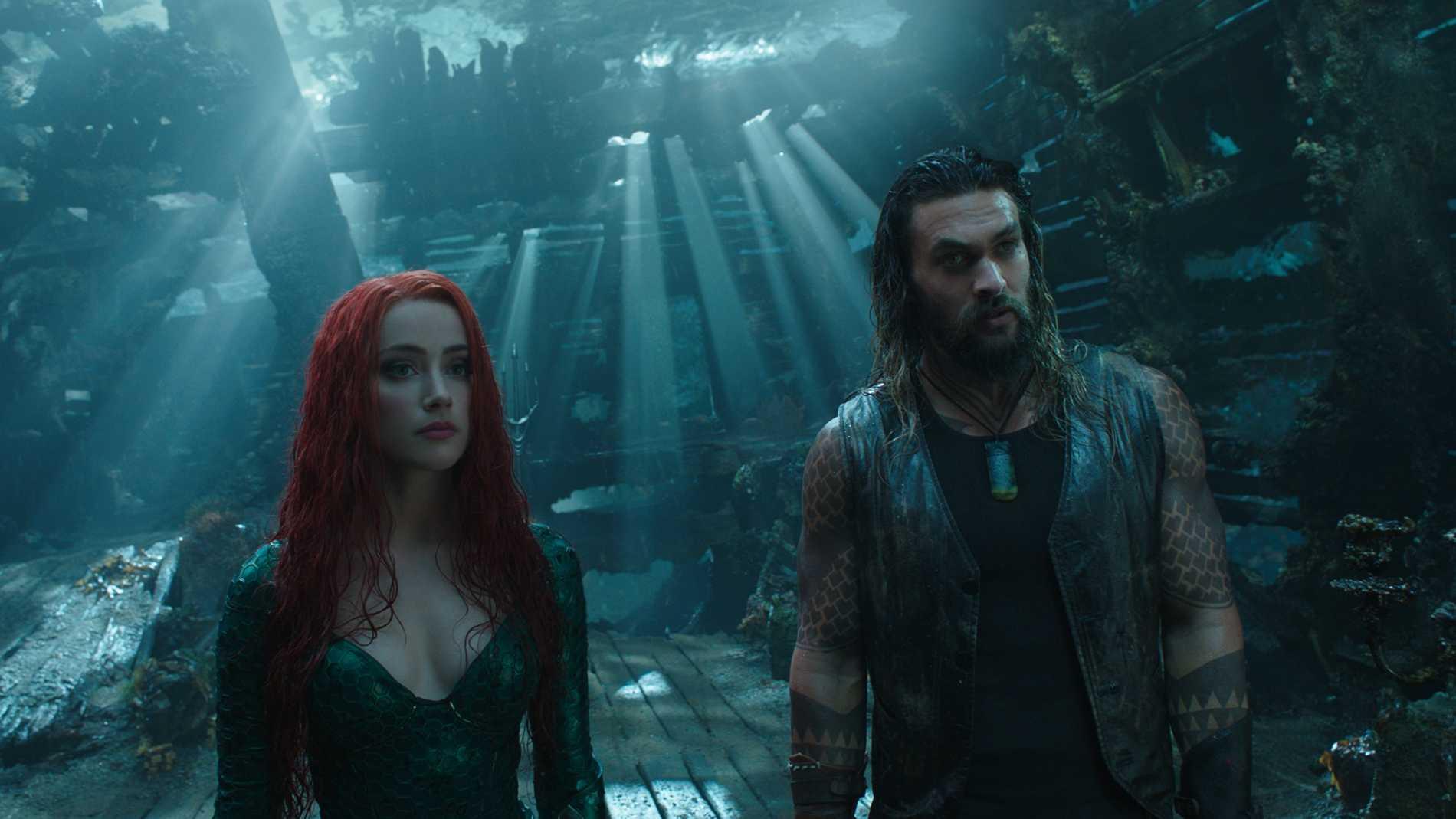 Amber Heard (Mera) och Jason Momoa (Aquaman).