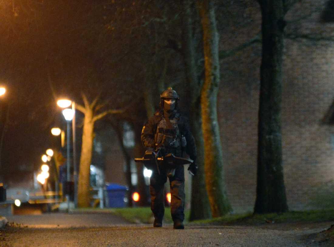 Här slår polisen till i flera gryningsräder i södra Stockholm.