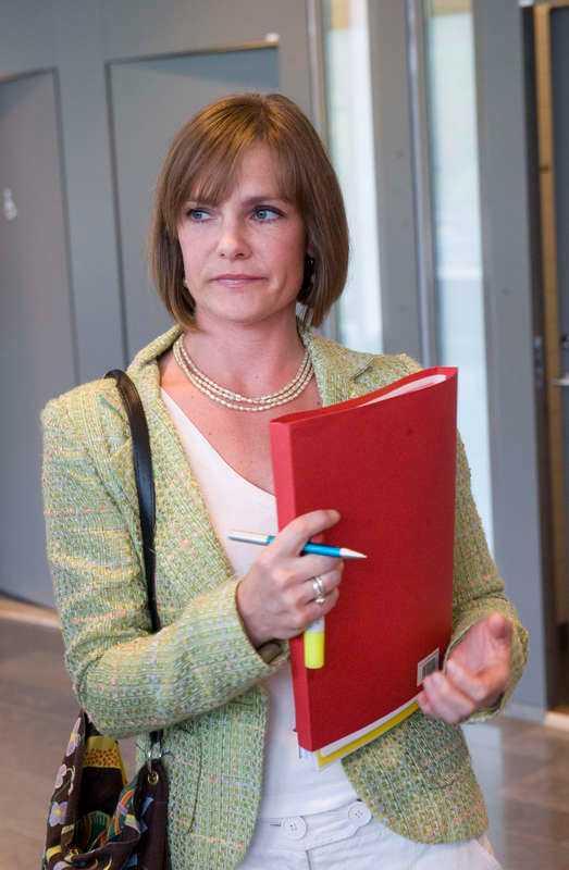 Oense Åsikterna mellan åklagare Karolina Lindekrantz och kriminalinspektör Kickis Åhré Älgamo om hur man kan rädda flickorna går isär.