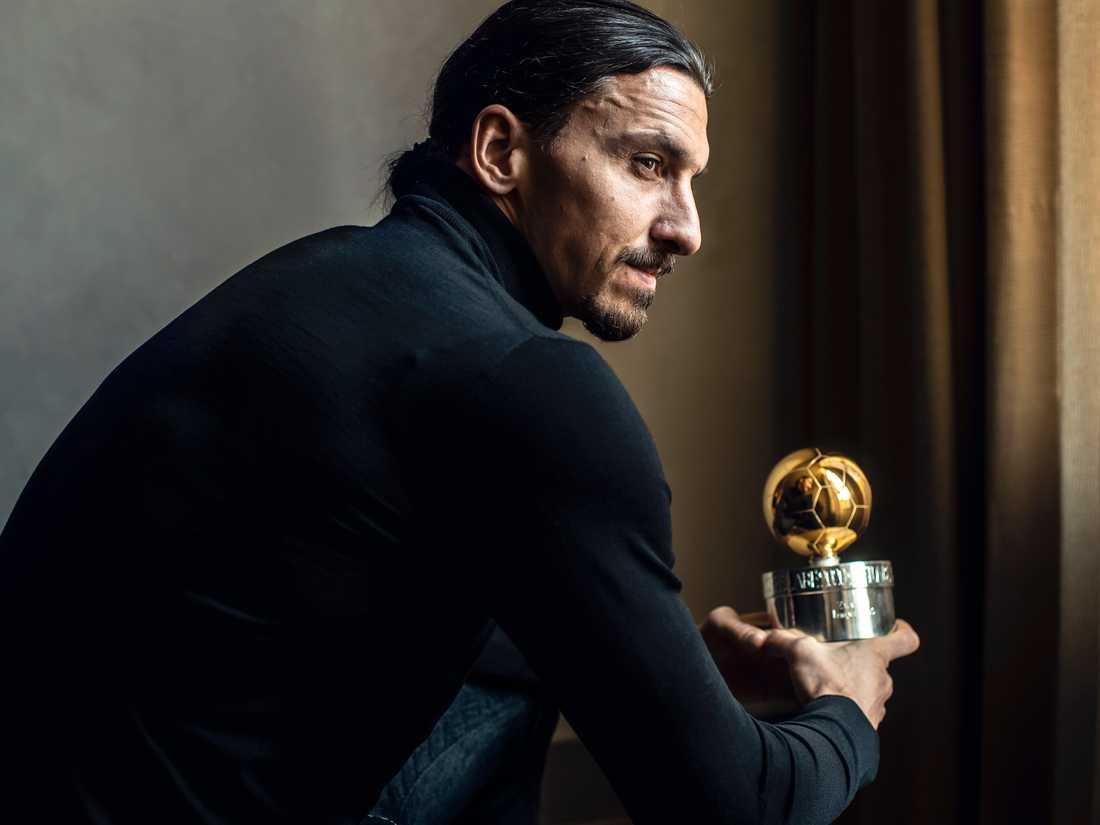 Zlatan Ibrahimovic med sin tolfte guldboll.