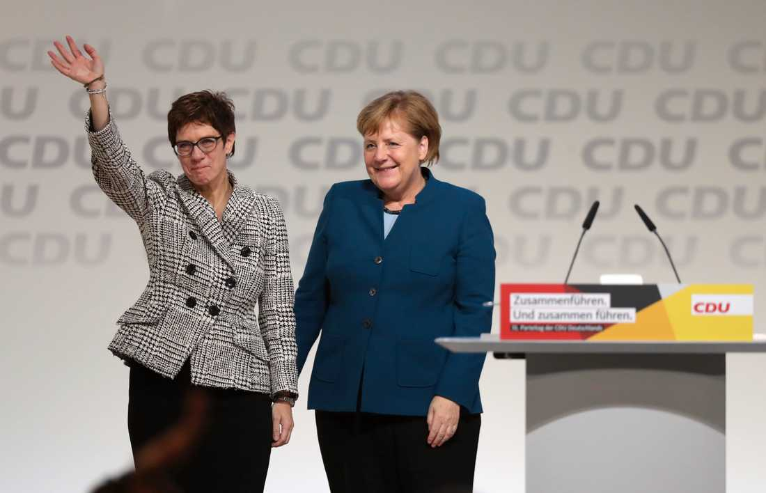 Annegret Kram-Karrenbauer och Angela Merkel.