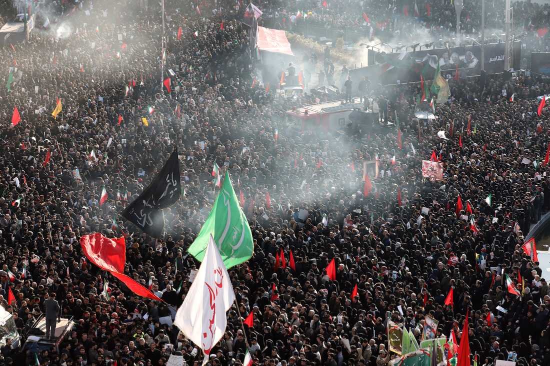 Stora folkmassor i Teheran.