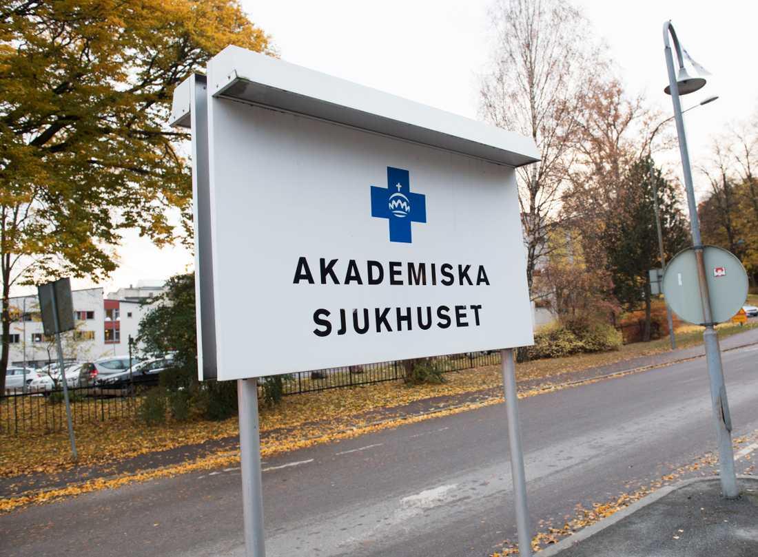 Mannen dumpades på Akademiska sjukhusets parkering. Arkivbild.