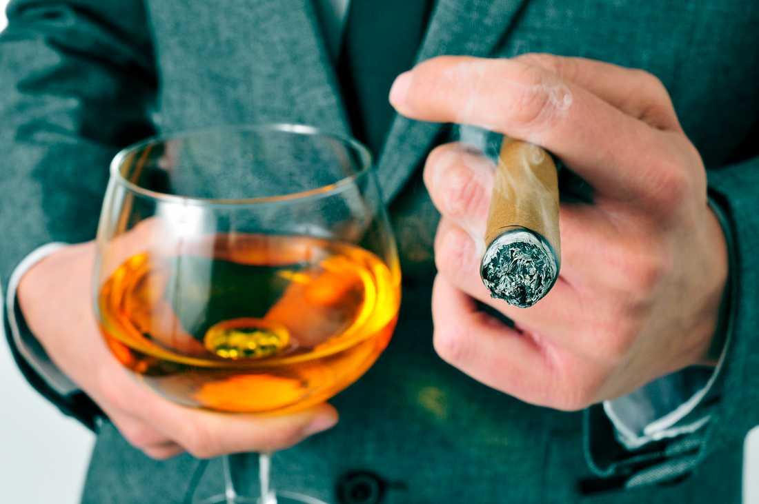 Är cigarr till konjaken det ultimata beskedet från ett parti som står inför sin undergång?