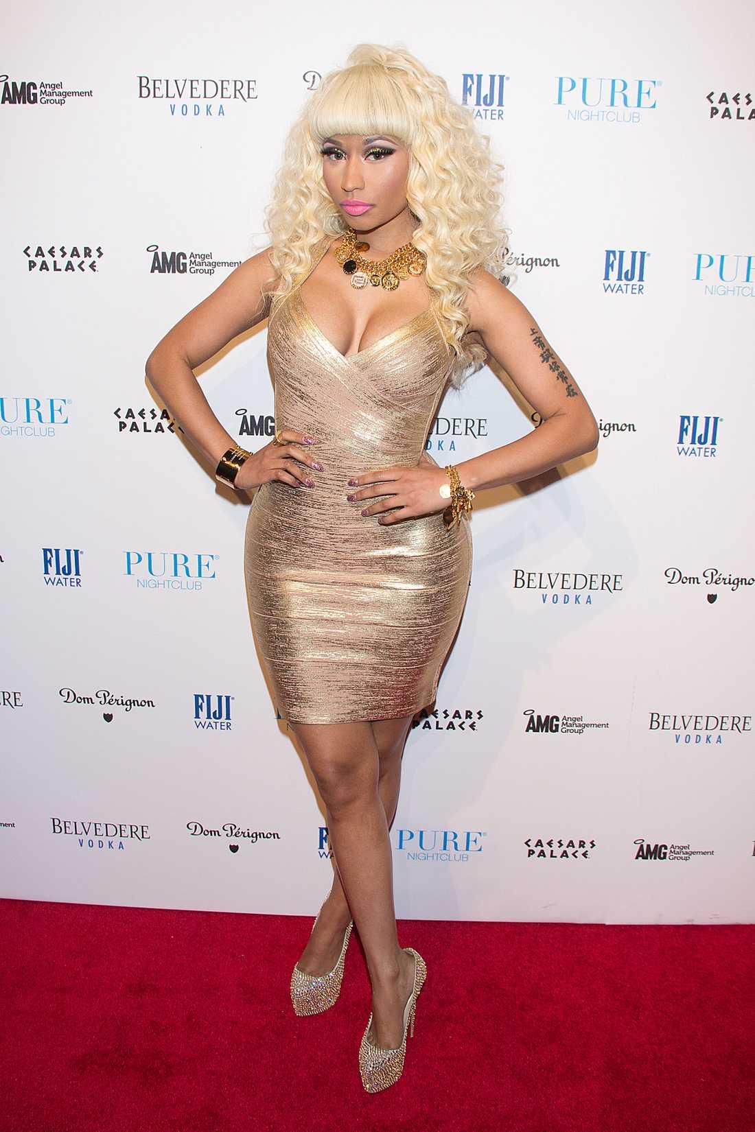 Guld och glitterfrossa deluxe! Nicki Minaj sparar inte på krutet.