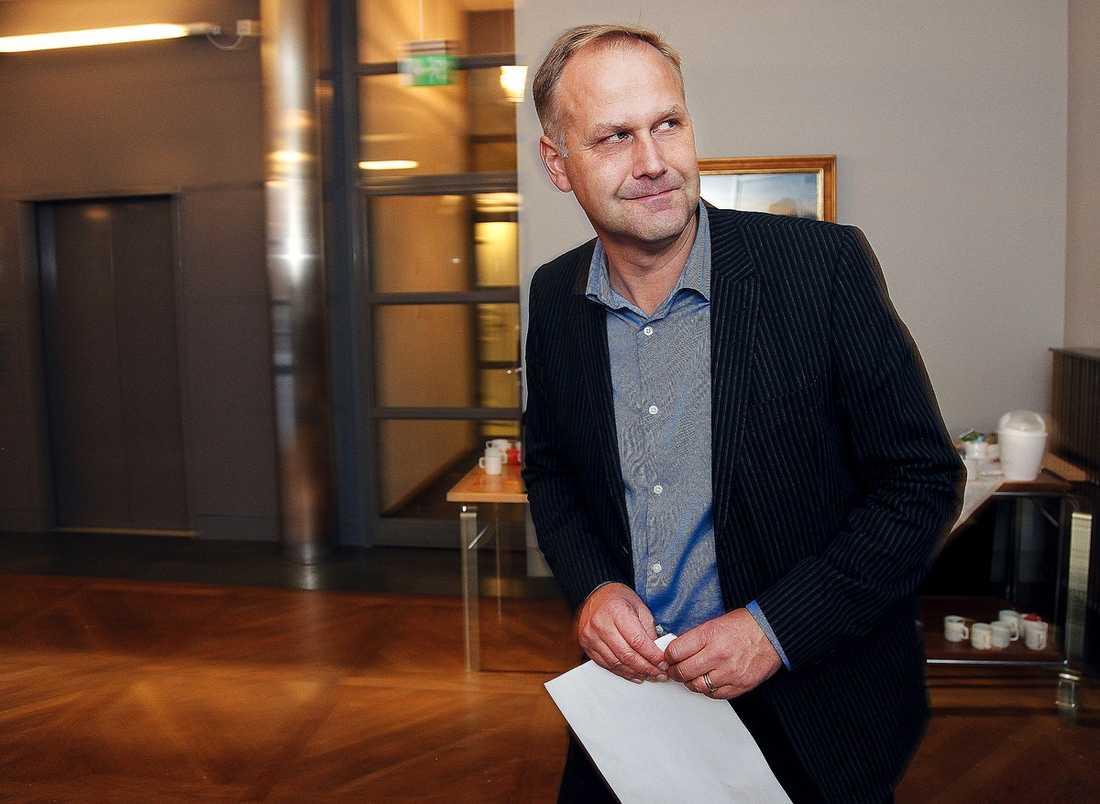 Jonas Sjöstedt har gjort intresseanmälan för att ta över efter Lars Ohly som Vänsterpartiets ordförande.
