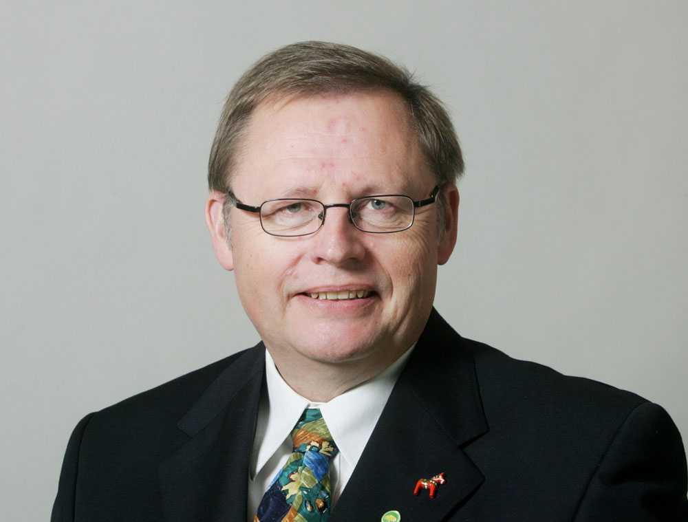 """Jan Lindholm (MP) svarade att """"håller fullständigt med"""" på Valkompassens fråga om Sverige ska ta emot färre flyktingar."""