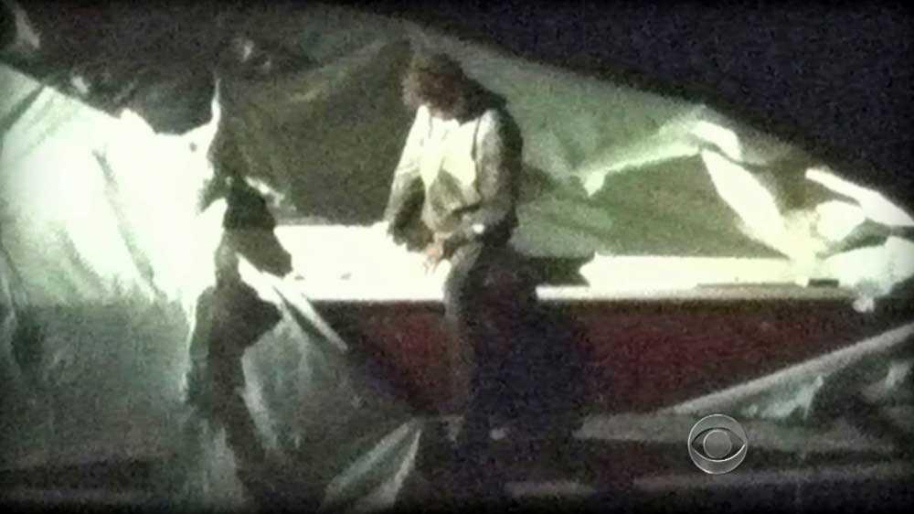 Här grips den misstänkte bombmannen i en båt i Watertown utanför Boston.