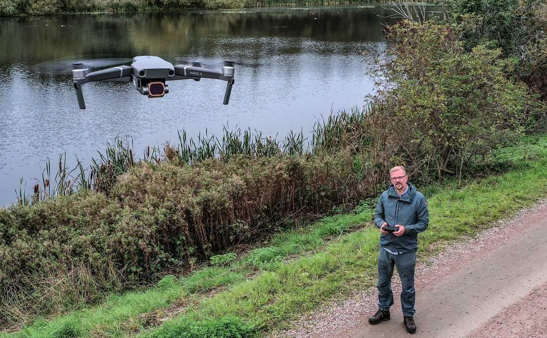 Stig Johansson ingår i det nätverk av drönarpiloter som är redo att ge sig ut och söka efter försvunna personer.