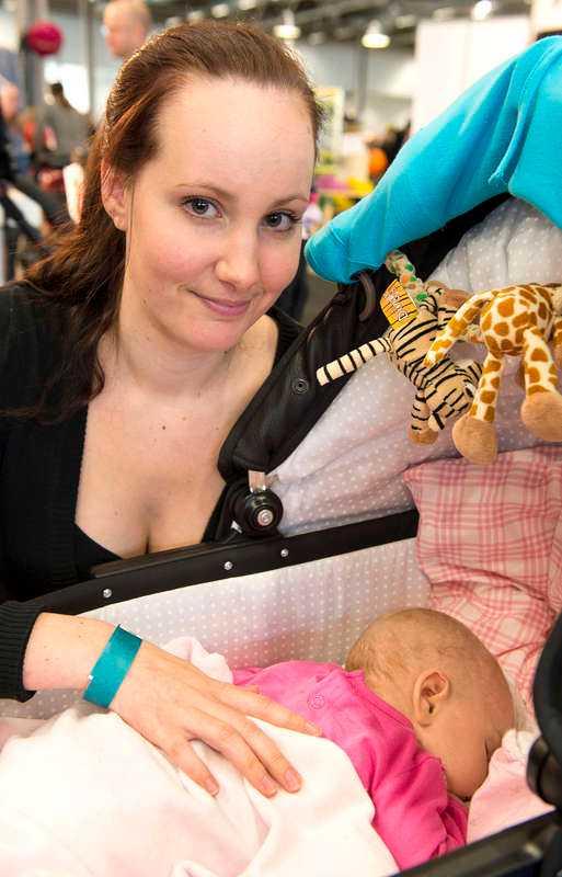 """Tänker du på giftrisken när du handlar till dina barn? Caroline Askebäck, 21, Stockholm. Ett barn, 3 månader gammalt: """"Nej, det är inte det första man tänker på. Ibland undrar jag om det är lite överdrivet."""""""