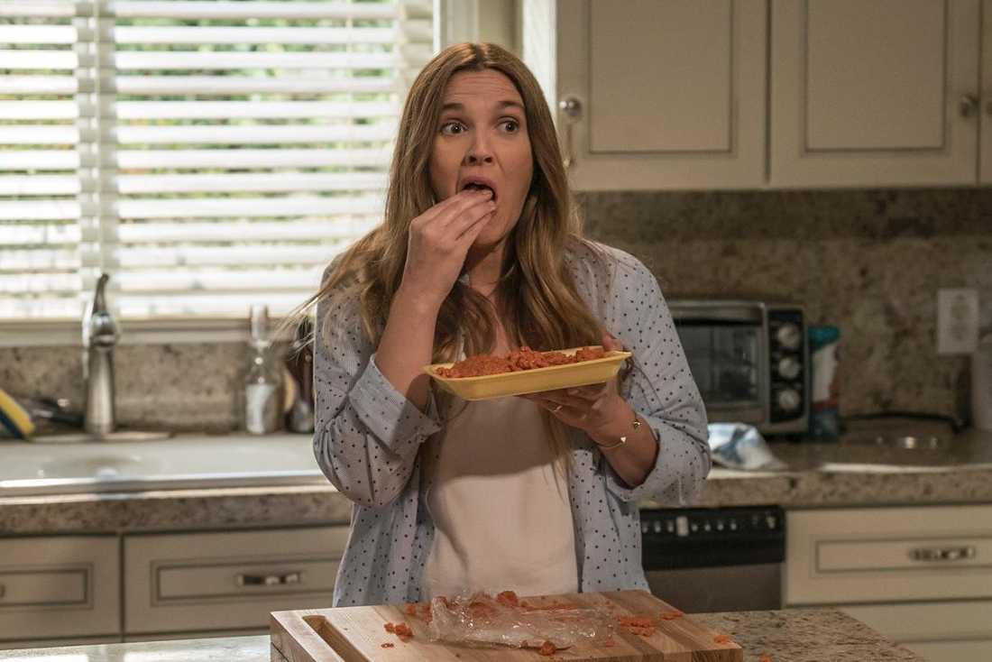 "Drew Barrymore som nybliven zombie i ""Santa Clarita diet""."