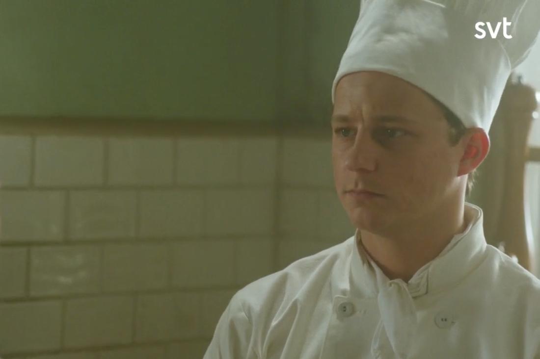 Charlie Gustafsson spelar kökspojken Calle.
